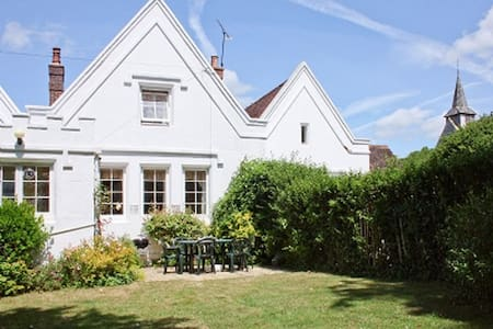 Lovely, cosy, village cottage - Compton - Talo