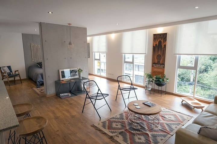 Modern and Stylish Suite in a Nice Neighborhood