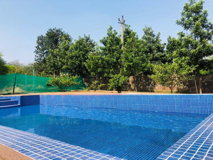 Paradise farm with Pool, wifi and 4 BHK!