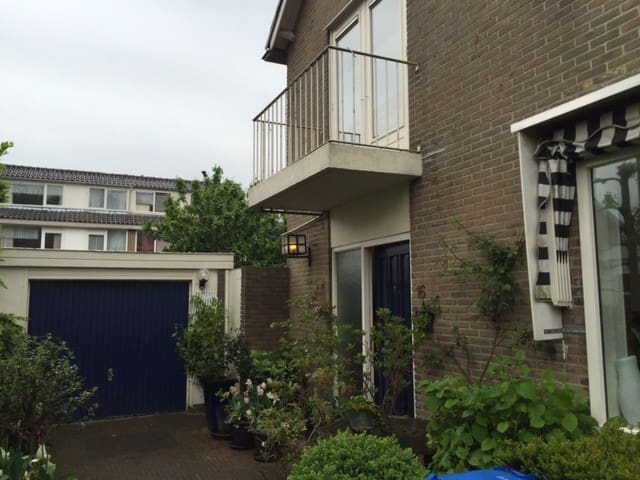 A whole house, train just 10 min, Schiphol 25 min - Alphen aan Den Rijn - 獨棟