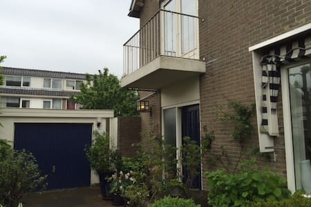 A whole house, train just 10 min, Schiphol 25 min - Alphen aan Den Rijn - Rumah