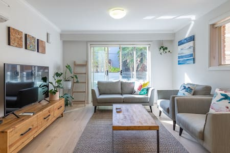 Gorgeous Coogee Beach Family Apartment w/Parking