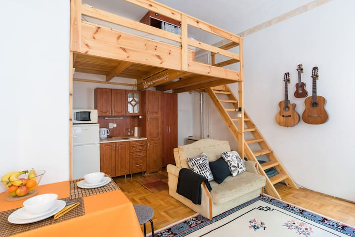 Comfy Studio in the Center – Ideal for Home Office