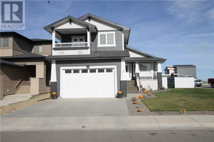 Beautiful 1 bedroom - in a brand new home!
