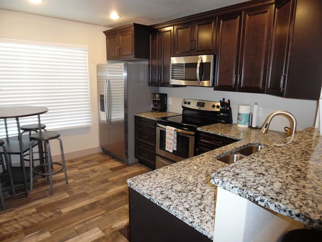 Best Apartment in Town!  A 2 bed 2 bath - Page - Apartment