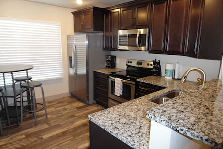 Best Apartment in Town!  A 2 bed 2 bath - Page - 公寓