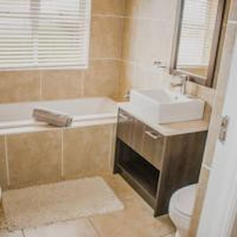 Modern, guest house on Golf Estate, Bed Room 3 B&B - Mossel Bay - Bed & Breakfast