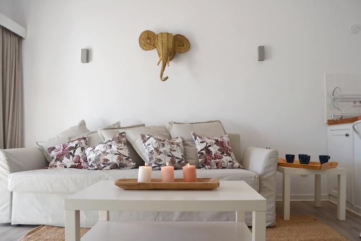 White Exclusive Bungalow. 2 rooms, garden & pool.