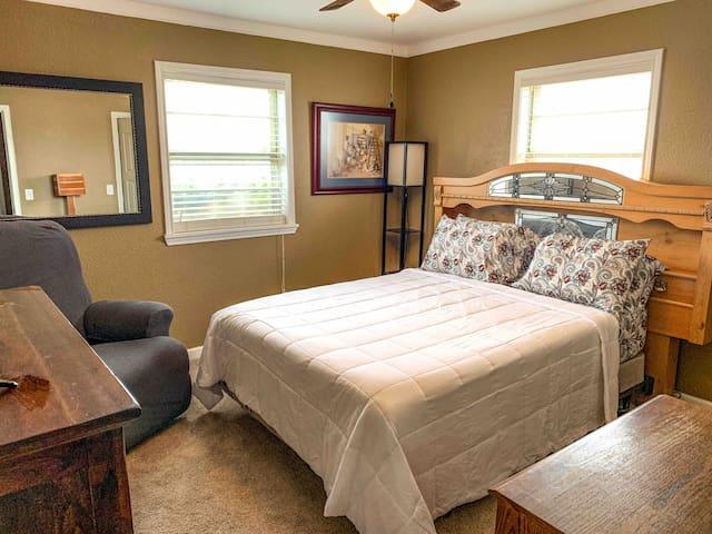 Guest bedroom 2 - queen bed and recliner