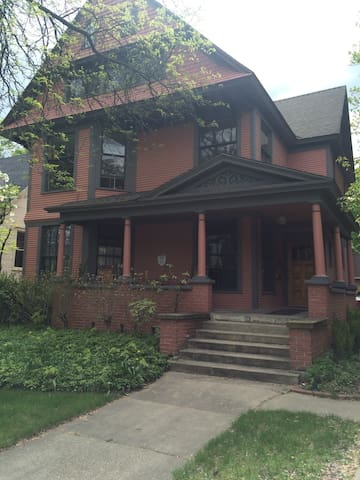Charming Studio B&B Neighboring Downtown - Grand Rapids - Apartemen