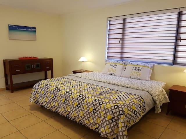 LARGE MASTER BEDROOM w. AirCo En-suite bathroom. King-size bed.