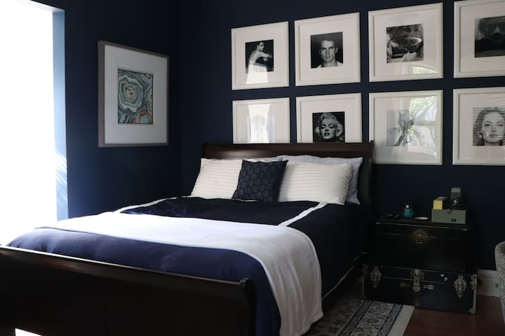 Oxford Blue Room- Historic Compton Heights Home