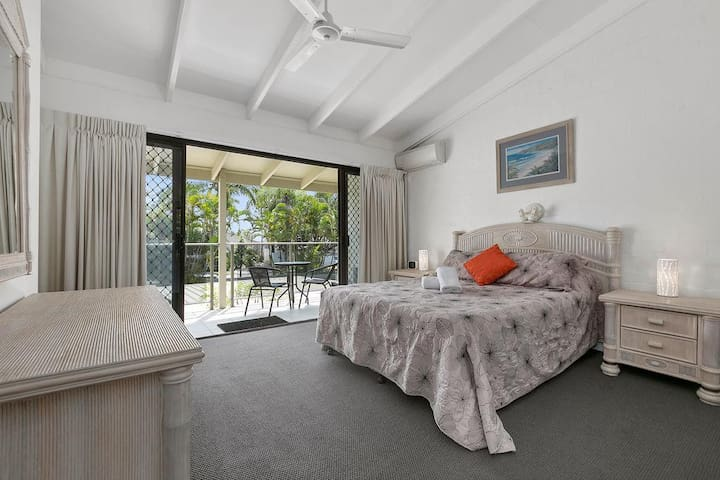 Large 2 bedroom villa close to Noosa Main Beach