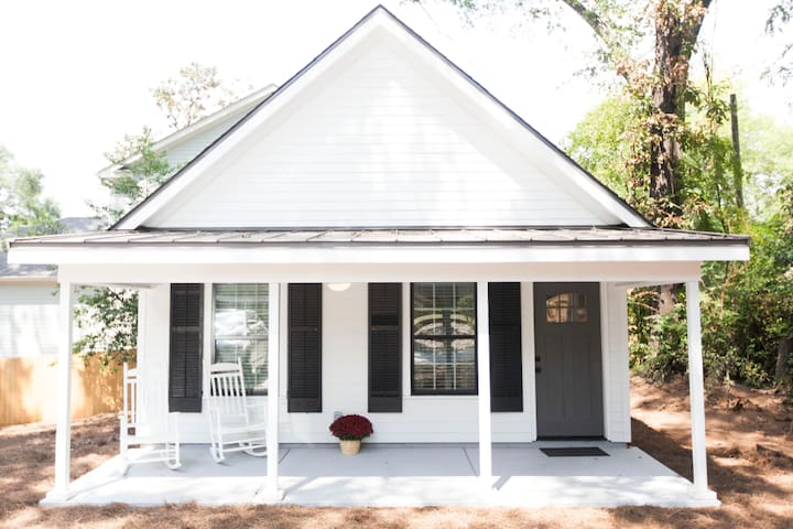 Private, Cozy, and Less Than A Mile to DownTown!!