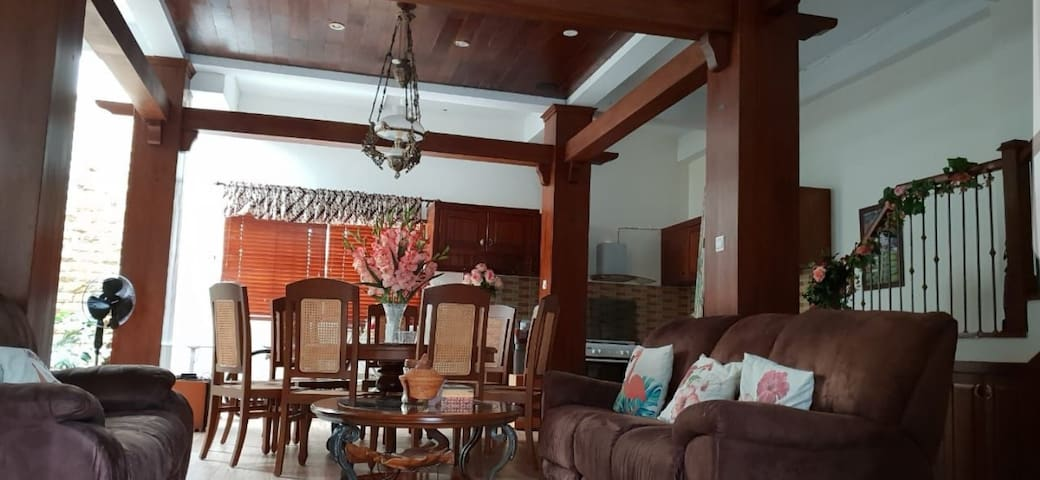 Grand Rebung Residence, House#9FF (entire house)