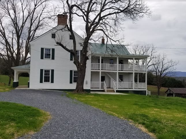 Luray Farmhouse on the River