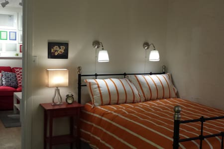 The first room is beautiful!!! - Windsor - Departamento