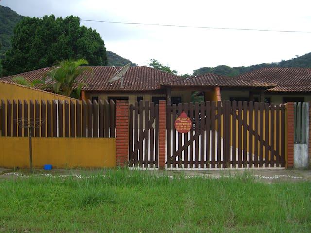 Casa de praia com churrasqueira - Peruíbe