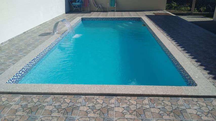 Suíte Luxo 1 c/piscina,churrasqueira,próximo praia