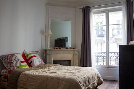 Spacious and cosy bedroom close to Montmartre - París