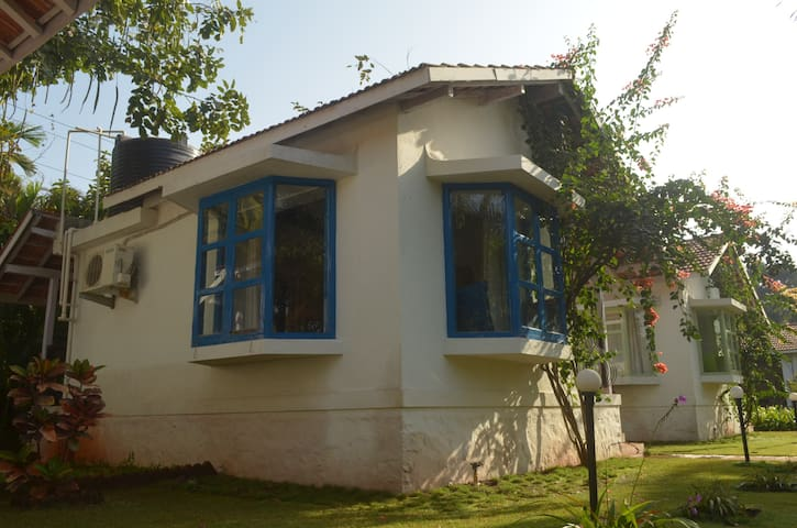 Cute blue Mediterranean cottage - Nagaon - Chalet