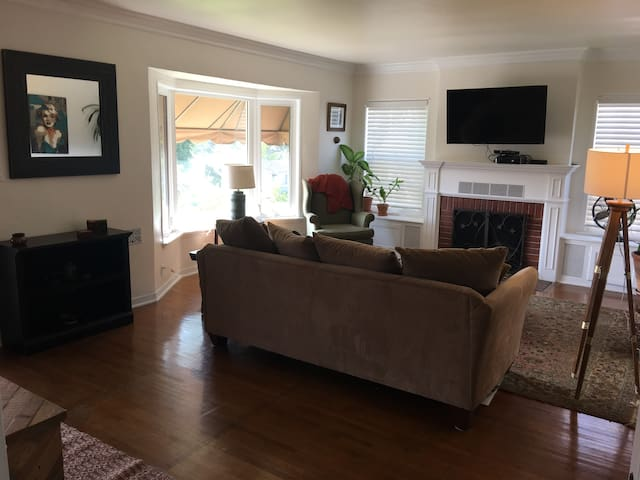 Private room with comforts of home, close to DTLA
