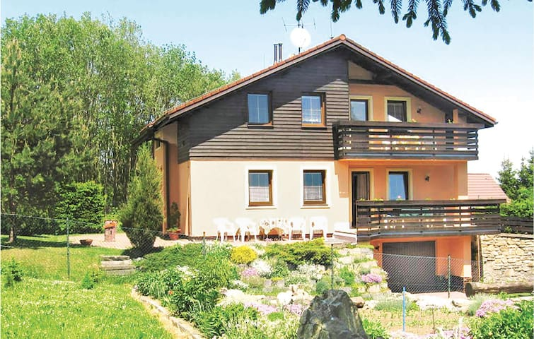Holiday cottage with 3 bedrooms on 182 m² in Kristanov