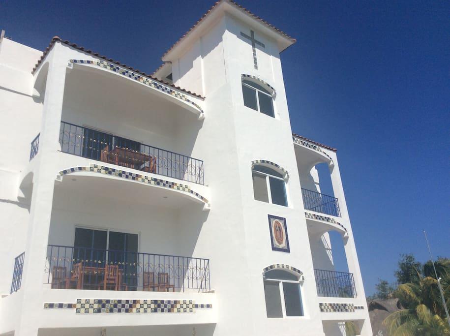 Casa Paloma Blanca front