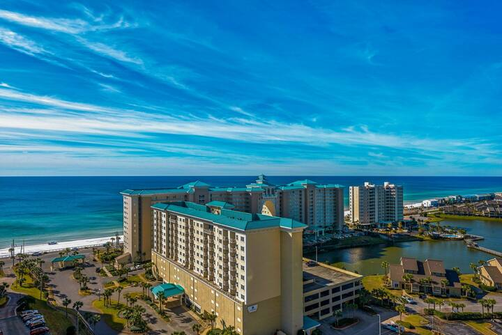 Unique & well-equipped condo on the 17th floor w/beach views & shared pool