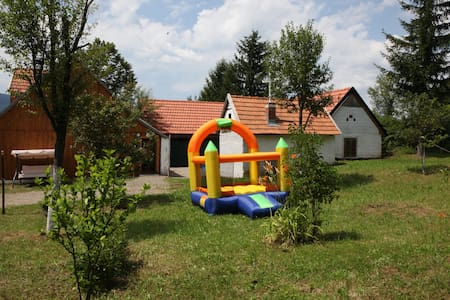 PL1 Plitvica farm house for 16 people with 9 beds - Janja Gora - Huis