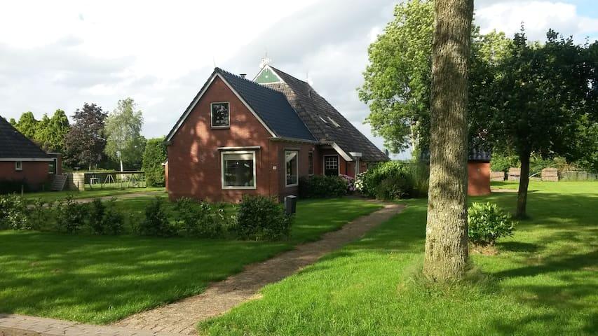 Ruime woonboerderij - Bakkeveen - House