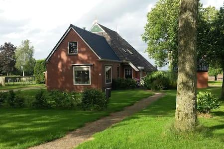 Ruime woonboerderij - Bakkeveen - Дом