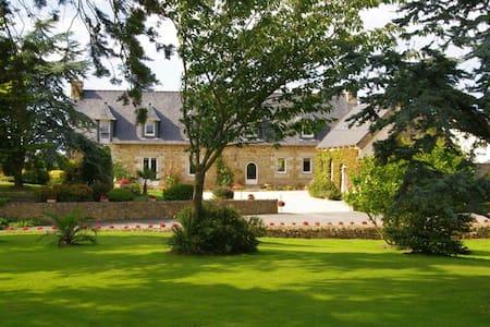 Chambre d'hôte Kerdeval - Penvénan - 宾馆