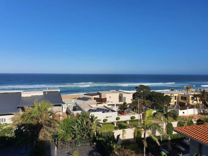 Amazing View - 2 min walk to the beach. 2 beds