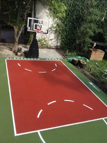 For Rammstein fans with cinema & basketball court! - Breslau - Pis