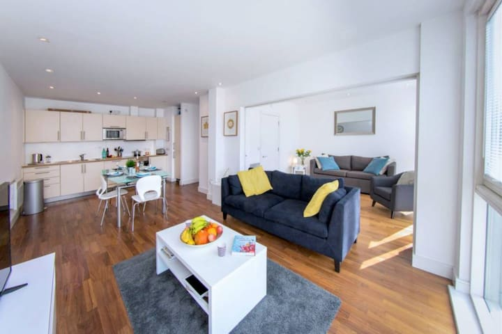 Crouch End - WOW! 2/3  Bed Loft Style Apartment