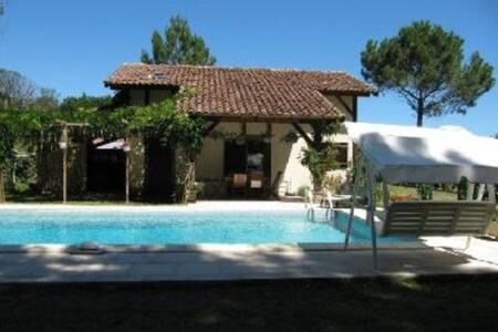 Maison entière avec piscine privée, au calme.