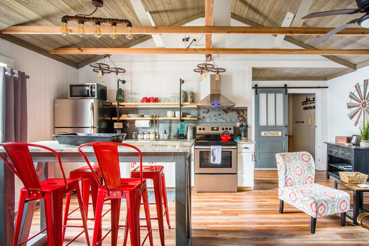Barn-Style Cottage in Downtown Historic Summerville