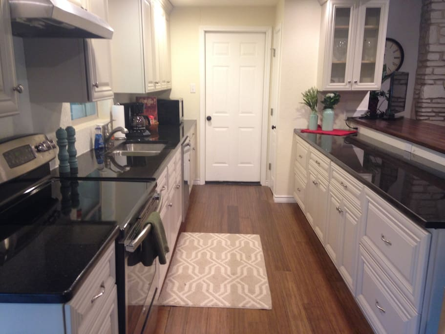 Granite countertops, stainless appliances