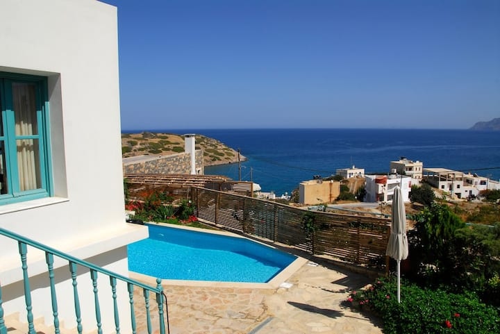Luxury Villa with mountain & sea views in Mohlos