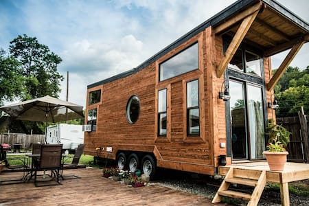 New Tiny House on Ohio River Marina - Dayton - Cabin
