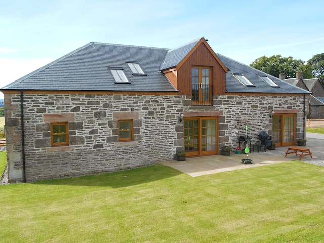 The Distillery Luxury Farm Holiday Cottage - Perth and Kinross - Huis