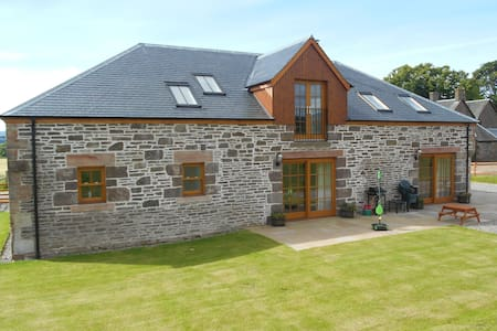 The Distillery Luxury Farm Holiday Cottage - Perth and Kinross - House