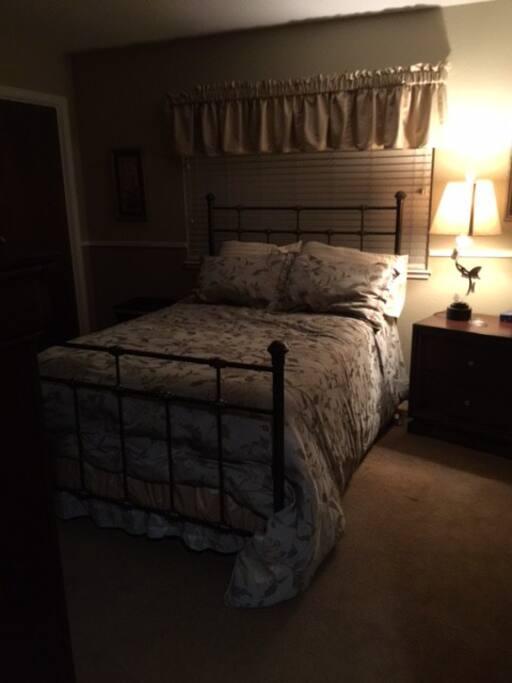 Bedroom with double bed, quiet