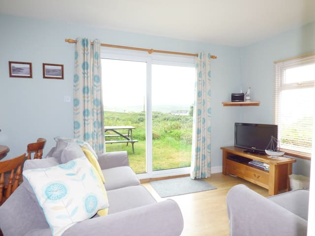A6 RUSHDUNE, family friendly, with a garden in Hayle, Ref 956817