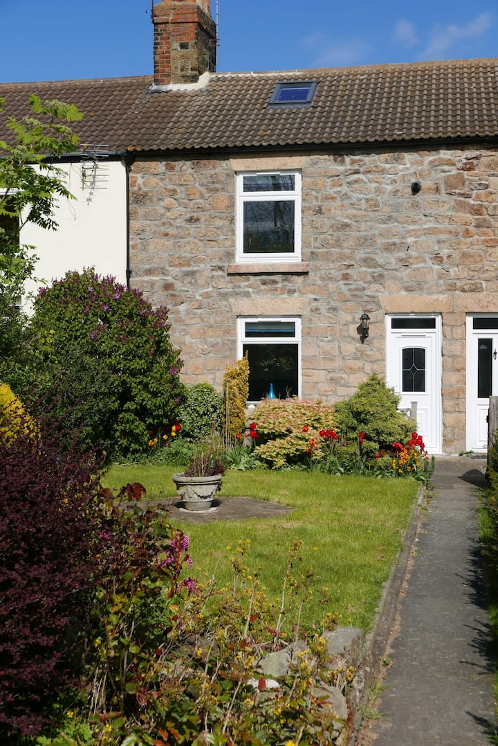 13, Long Row - cottage with amazing sea views