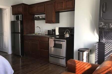 Bachelor Suite beside Moncton hospital - Moncton - Apartament