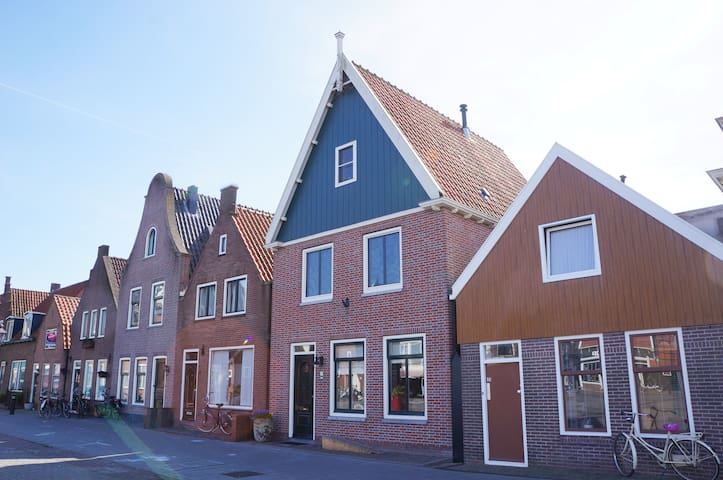 Spacious house in the centre of Volendam - Volendam - Casa