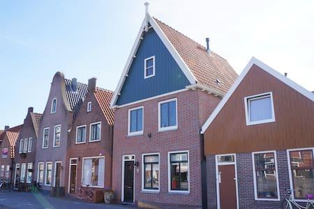 Spacious house in the centre of Volendam - Volendam - 独立屋