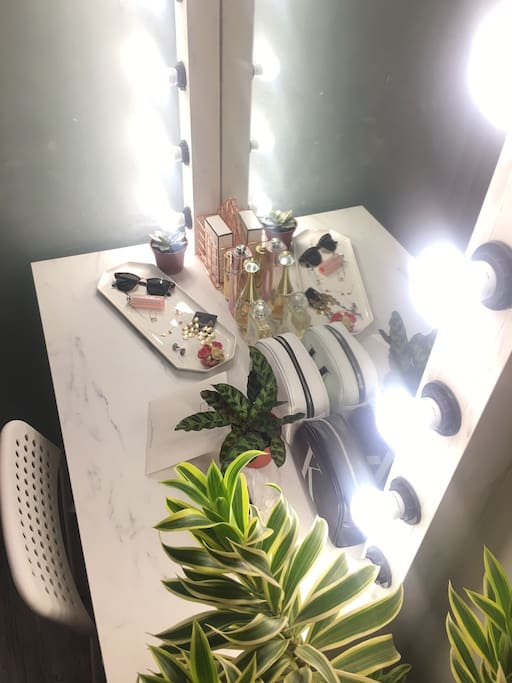 2F Dressing tables/二樓  化妝台